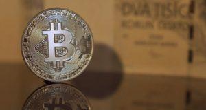 Bitcoin risorge dai minimi storici, gran ritorno sopra quota 10 mila dollari